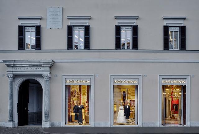 Thử mua sắm tại cửa hàng thời trang thực tế ảo của Dolce & Gabbana - Ảnh 1.