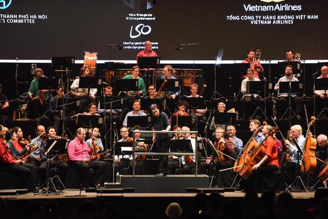 Thăng hoa cùng âm nhạc cổ điển với Dàn nhạc giao hưởng London - Ảnh 1.