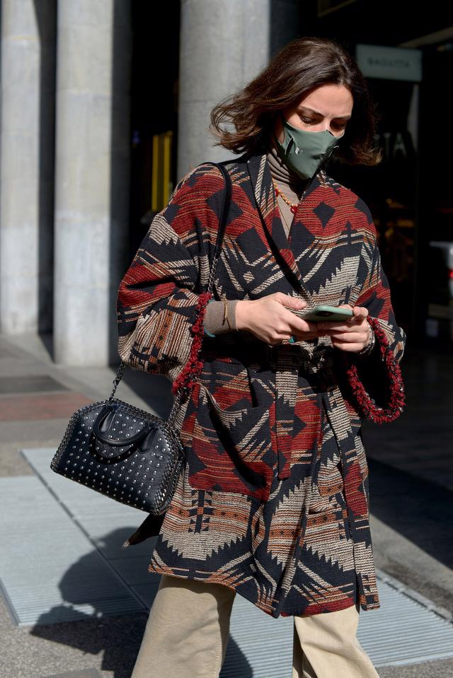 Trang phục đường phố đẹp nhất Milan Fashion Week: áo khoác da phủ sóng - Ảnh 7.