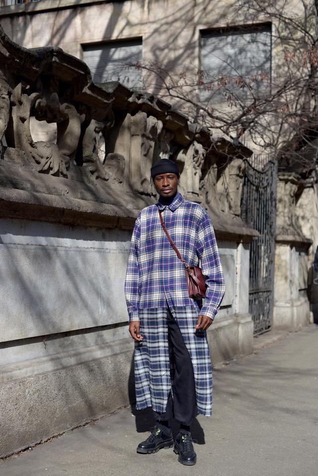 Trang phục đường phố đẹp nhất Milan Fashion Week: áo khoác da phủ sóng - Ảnh 6.