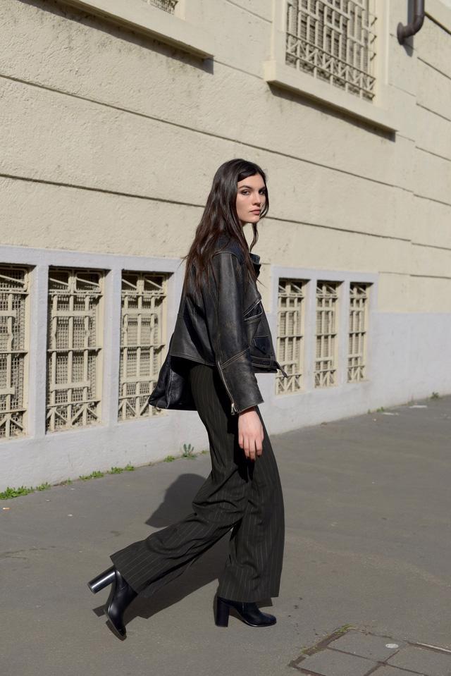 Trang phục đường phố đẹp nhất Milan Fashion Week: áo khoác da phủ sóng - Ảnh 15.