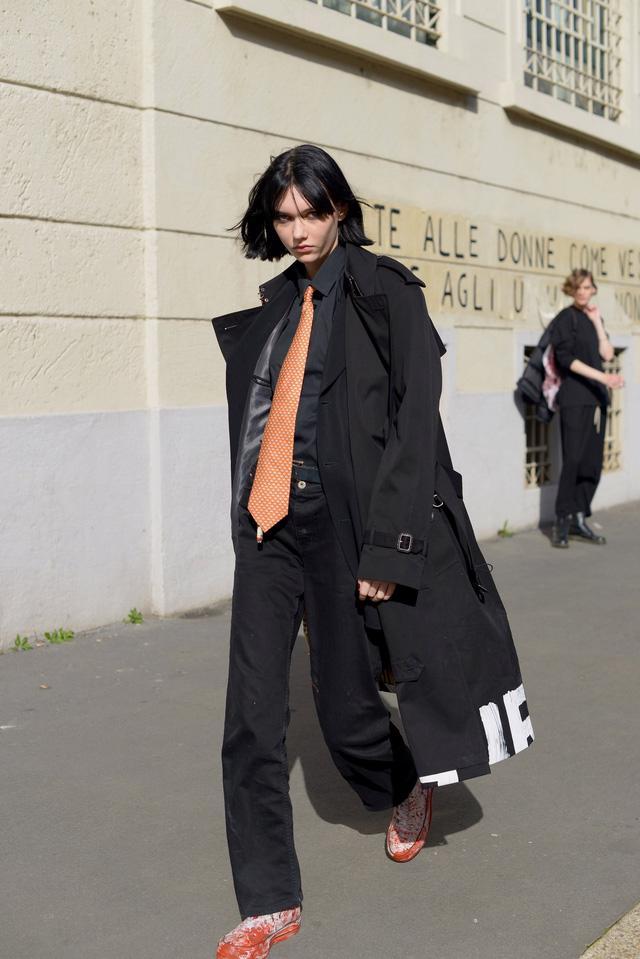 Trang phục đường phố đẹp nhất Milan Fashion Week: áo khoác da phủ sóng - Ảnh 14.