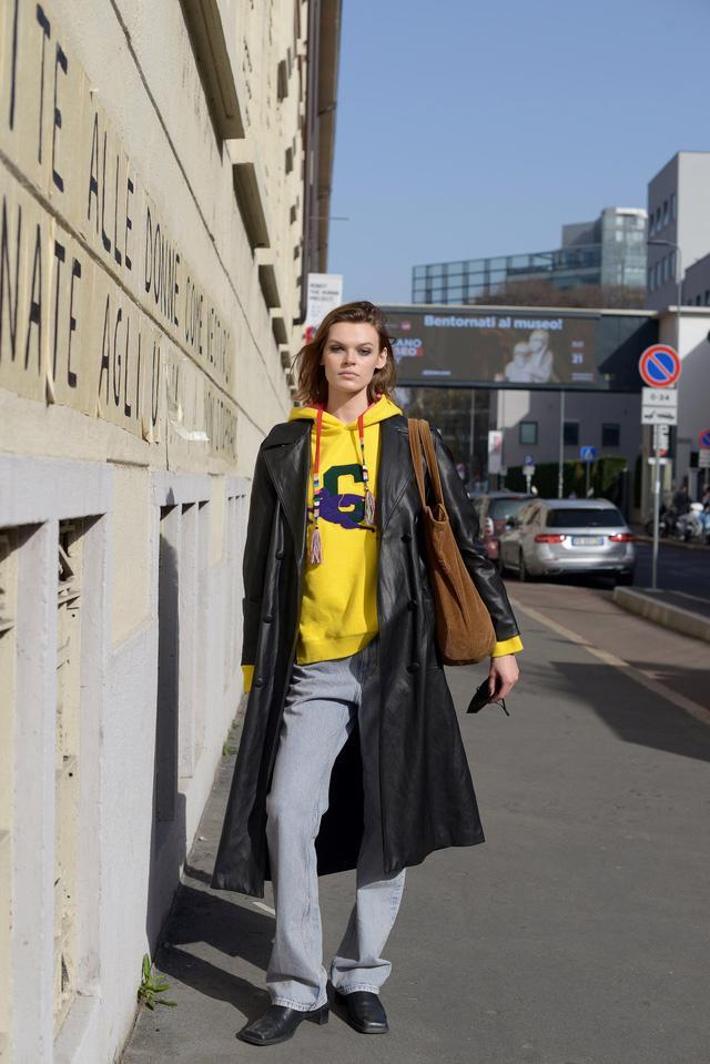 Trang phục đường phố đẹp nhất Milan Fashion Week: áo khoác da phủ sóng - Ảnh 13.
