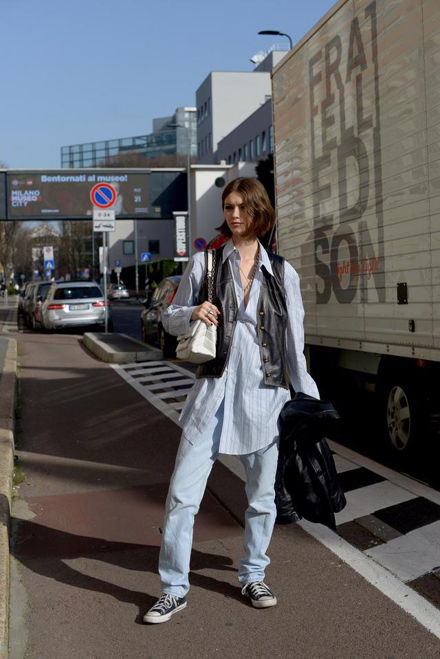 Trang phục đường phố đẹp nhất Milan Fashion Week: áo khoác da phủ sóng - Ảnh 11.