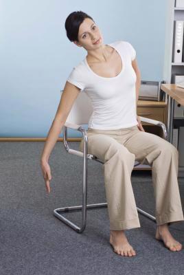 3 bài tập… ngồi giúp dáng đẹp chốn công sở - Ảnh 5.