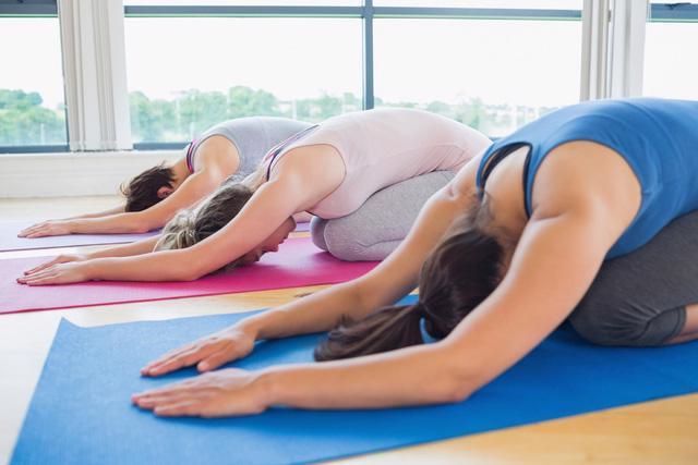 Những động tác yoga giúp bạn ngủ ngon - Ảnh 3.
