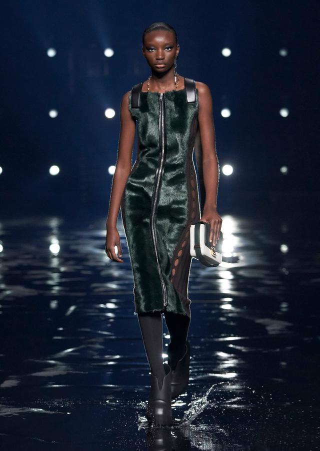 9 xu hướng nổi bật từ sàn diễn Paris Fashion Week 2021 - Ảnh 26.