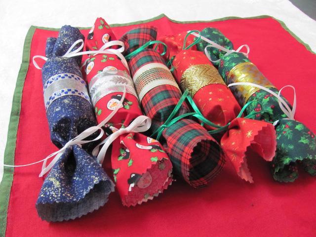 Trang trí nhà đón Giáng sinh bằng vật liệu tái chế - Ảnh 5.