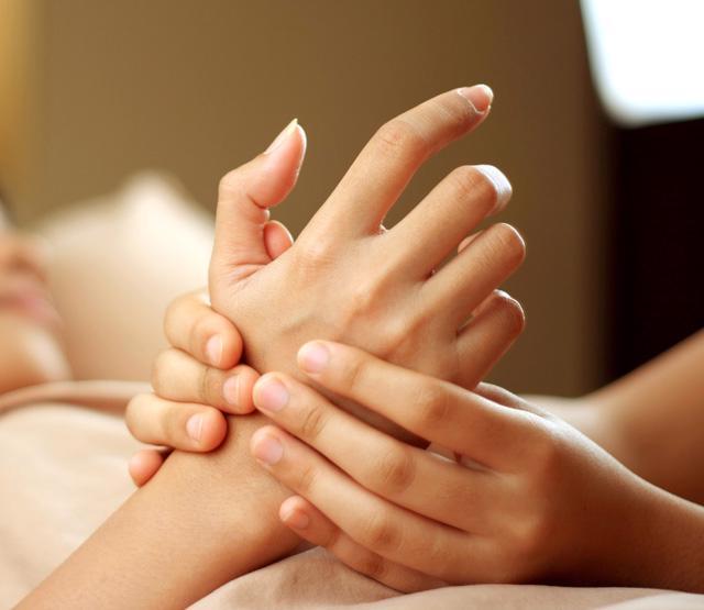 Chăm sóc vùng da hay bị lãng quên nhất: da tay - Ảnh 1.