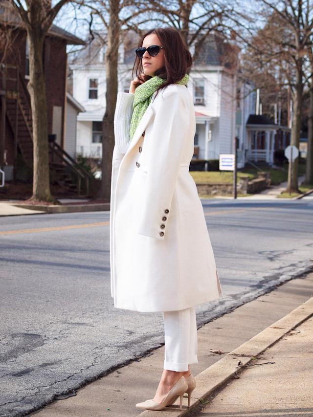 9 món đồ màu trắng bạn hoàn toàn có thể diện trong mùa đông - Ảnh 10.