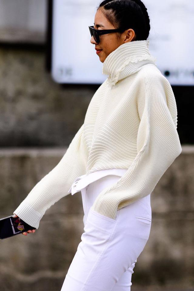 9 món đồ màu trắng bạn hoàn toàn có thể diện trong mùa đông - Ảnh 3.