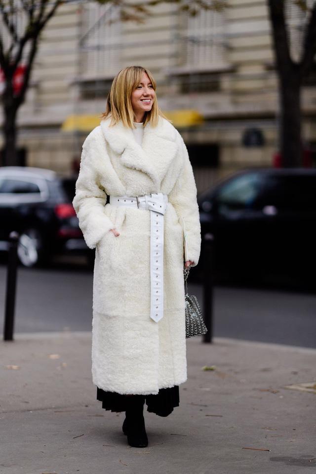 9 món đồ màu trắng bạn hoàn toàn có thể diện trong mùa đông - Ảnh 14.