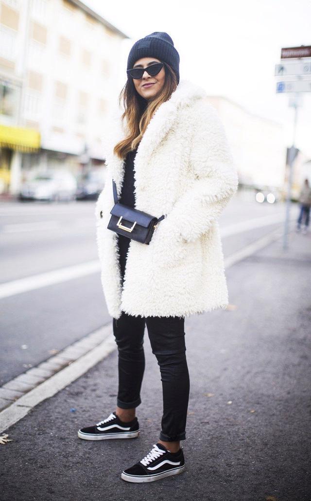 9 món đồ màu trắng bạn hoàn toàn có thể diện trong mùa đông - Ảnh 15.