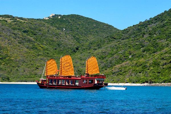 Du thuyền sang trọng trên Vịnh Nha Trang - Ảnh 1