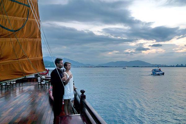 Du thuyền sang trọng trên Vịnh Nha Trang - Ảnh 2