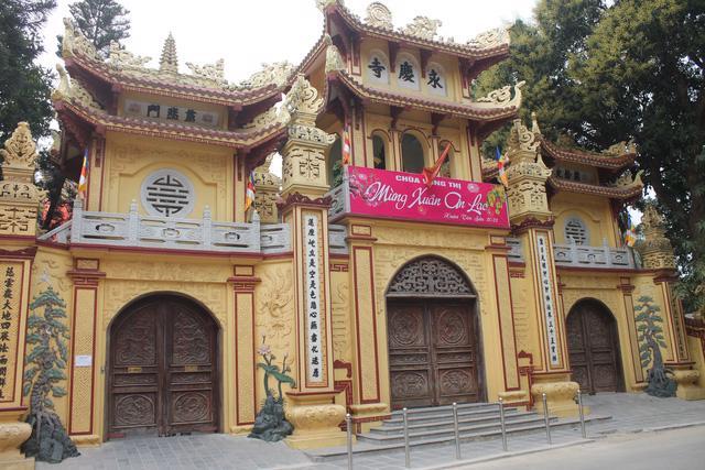 Tháng Giêng không lễ hội, đền chùa cửa đóng then cài - Ảnh 2.