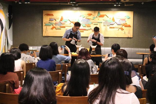 Starbucks Việt Nam cam kết mạnh mẽ hơn với cộng đồng - Ảnh 1.