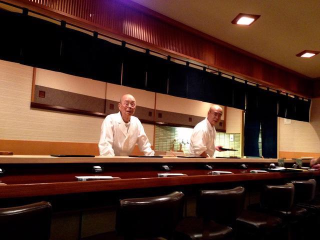 Câu chuyện về nhà hàng sushi ngon nhất thế giới vừa bị tước sao Michelin - Ảnh 2.