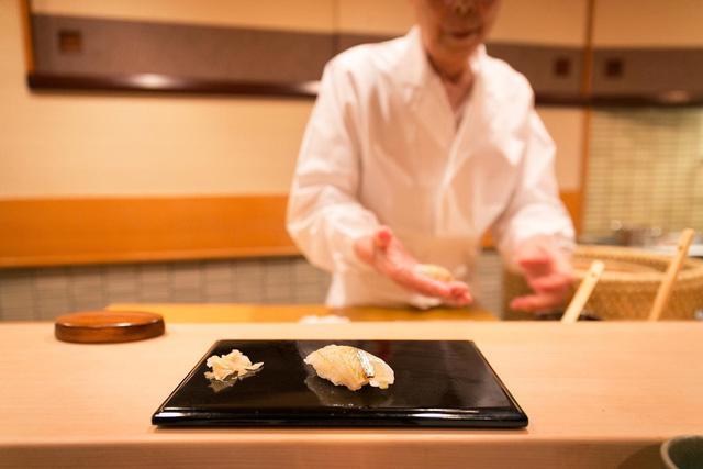 Câu chuyện về nhà hàng sushi ngon nhất thế giới vừa bị tước sao Michelin - Ảnh 3.