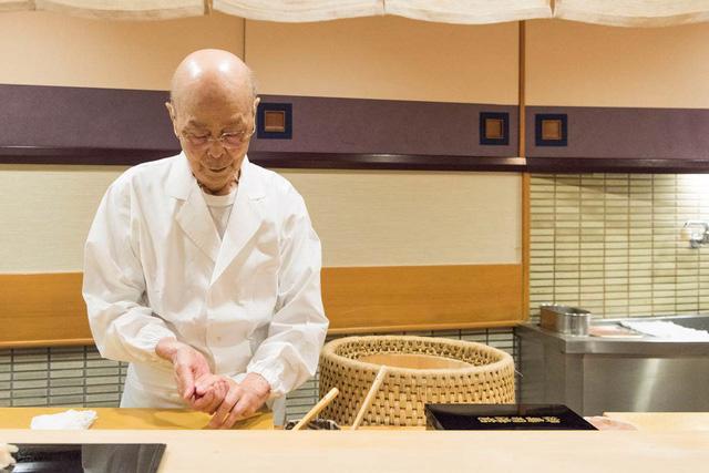 Câu chuyện về nhà hàng sushi ngon nhất thế giới vừa bị tước sao Michelin - Ảnh 6.