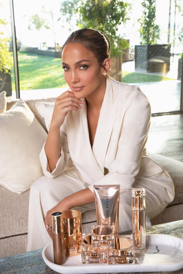 Nữ ca sỹ Jennifer Lopez ra mắt dòng mỹ phẩm riêng - Ảnh 1.