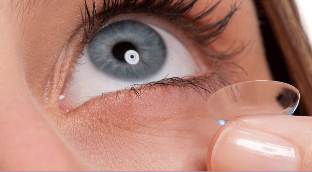 5 biến chứng có thể gặp khi dùng kính áp tròng - Ảnh 2.