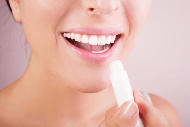 Đôi môi mịn màng mà không cần phụ thuộc son dưỡng - Ảnh 1.