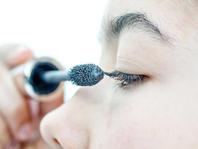 9 ghi nhớ để sử dụng mascara đúng cách - Ảnh 1.