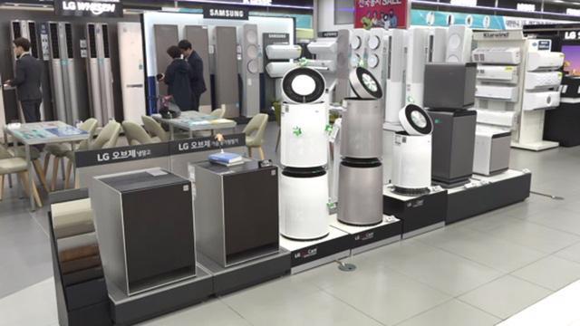 Máy lọc không khí cháy hàng tại nhiều siêu thị điện máy Hà Nội - Ảnh 1.
