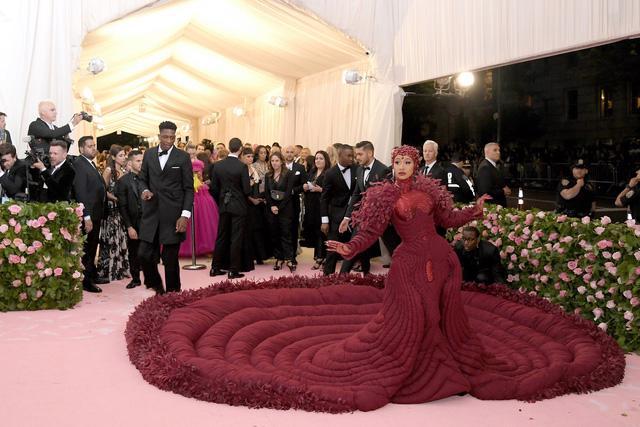 Met Gala 2019: những bộ trang phục trào phúng nhất trên thảm đỏ - Ảnh 22.