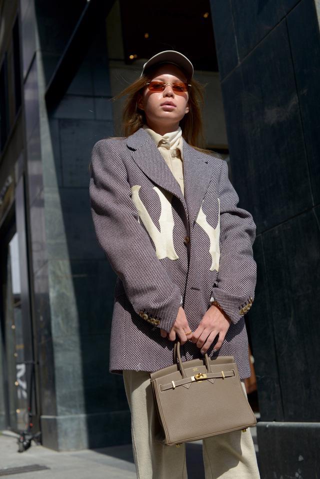 Trang phục đường phố đẹp nhất Milan Fashion Week: áo khoác da phủ sóng - Ảnh 5.