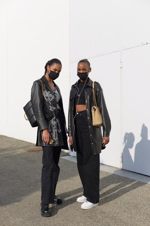 Trang phục đường phố đẹp nhất Milan Fashion Week: áo khoác da phủ sóng - Ảnh 4.