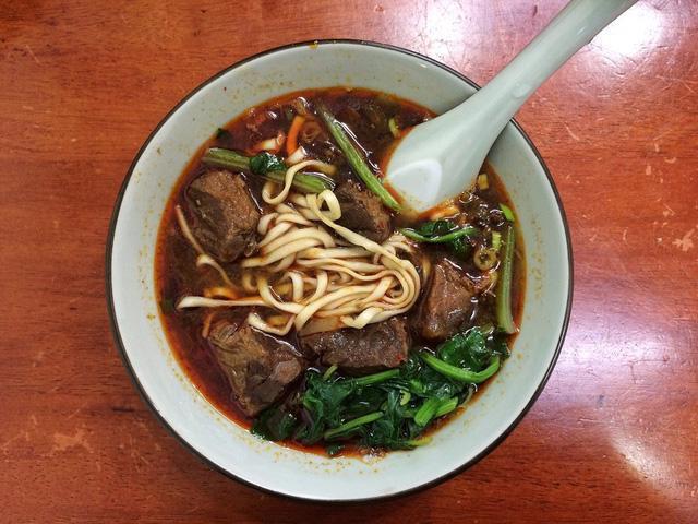 Món mỳ bò tạo nên bản đồ ẩm thực Đài Loan - Ảnh 2.