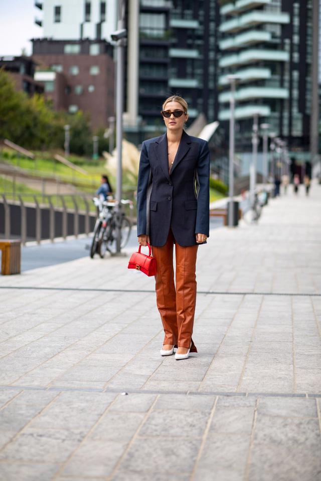 Chất liệu da nhuộm phủ sóng Milan Fashion Week - Ảnh 5.