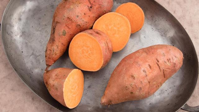 7 loại thực phẩm nâng cao hệ miễn dịch lúc giao mùa - Ảnh 2.