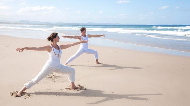 Các tư thế yoga người mới bắt đầu nên biết - Ảnh 2.