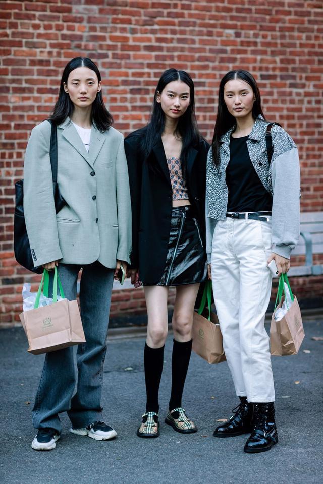 Những bộ cánh cá tính tại 2 ngày đầu New York Fashion Week - Ảnh 1.