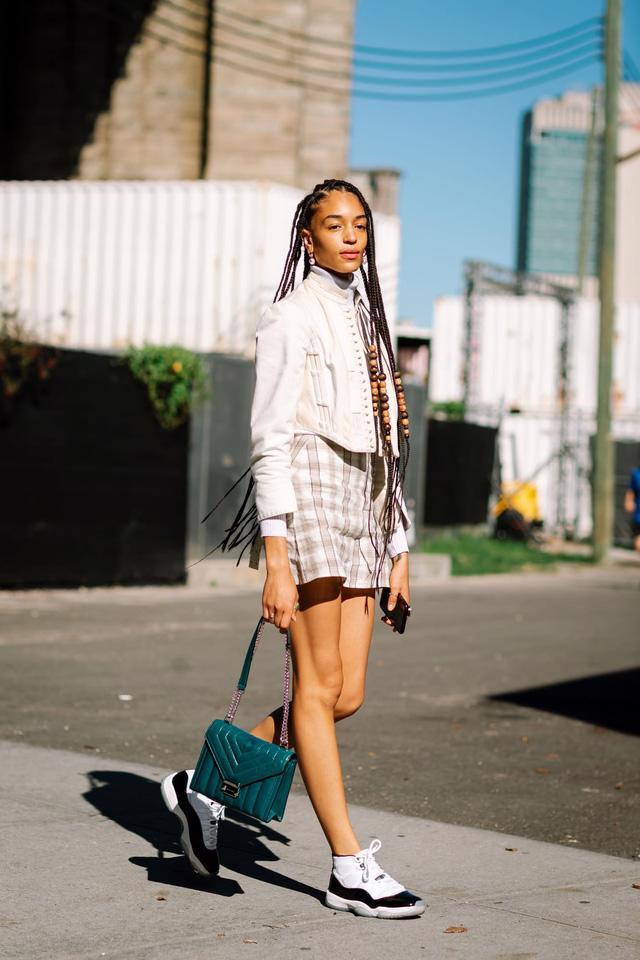 Những bộ cánh cá tính tại 2 ngày đầu New York Fashion Week - Ảnh 2.