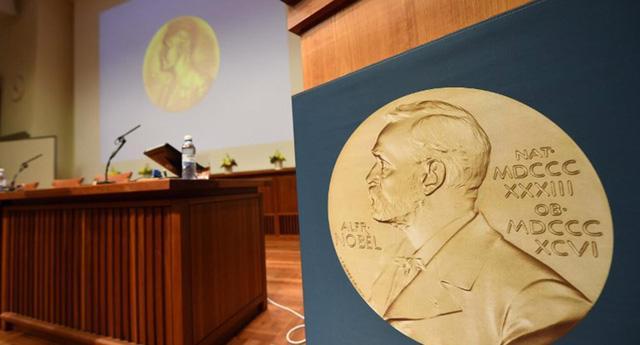 2 giải Nobel Văn học sắp được trao - Ảnh 1.