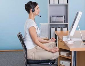 3 bài tập… ngồi giúp dáng đẹp chốn công sở - Ảnh 2.
