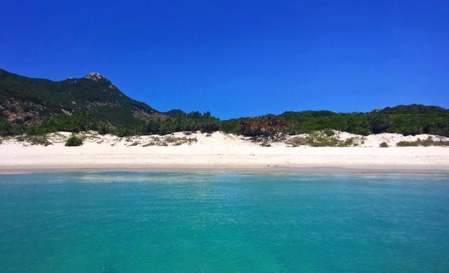 Sa Huỳnh: biển xanh và muối trắng nên thơ - Ảnh 4.