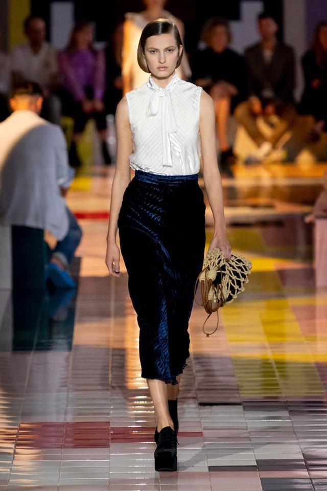 BST Xuân Hè 2020 của Prada: sự thanh lịch cổ điển - Ảnh 9.