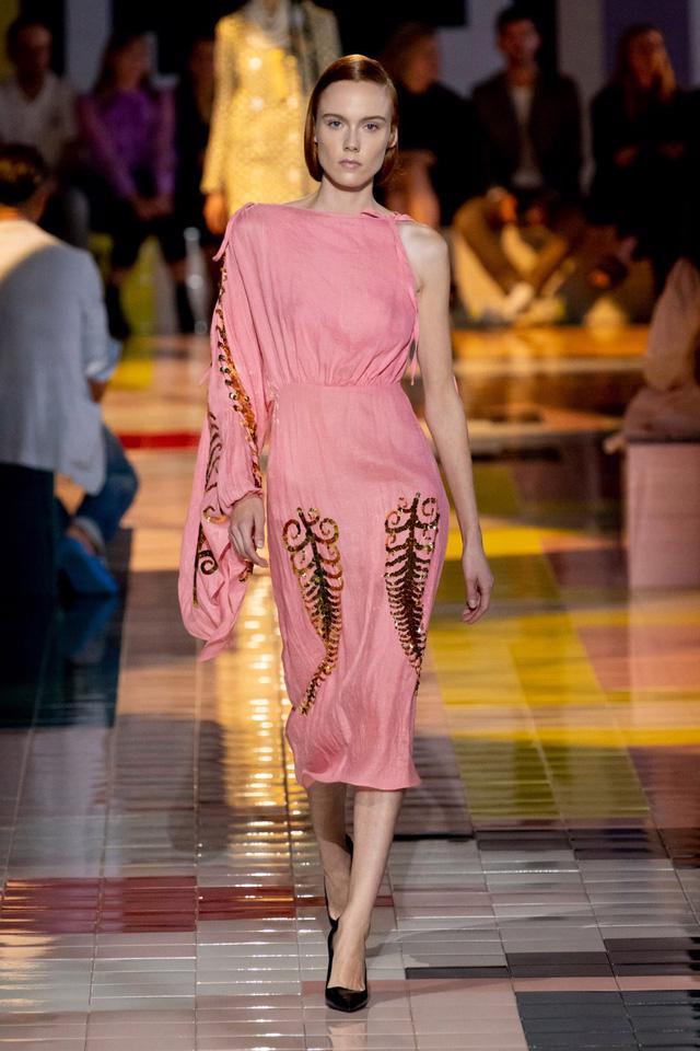 BST Xuân Hè 2020 của Prada: sự thanh lịch cổ điển - Ảnh 16.