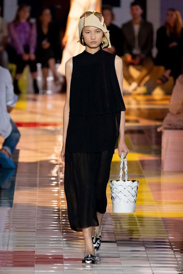 BST Xuân Hè 2020 của Prada: sự thanh lịch cổ điển - Ảnh 5.