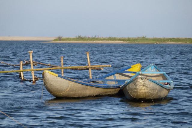 Sa Huỳnh: biển xanh và muối trắng nên thơ - Ảnh 1.