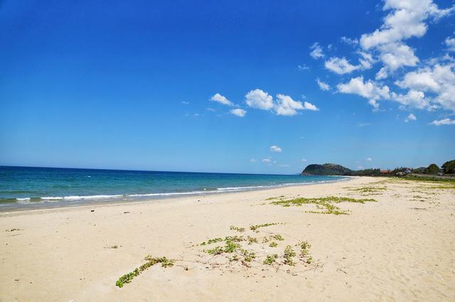 Sa Huỳnh: biển xanh và muối trắng nên thơ - Ảnh 2.