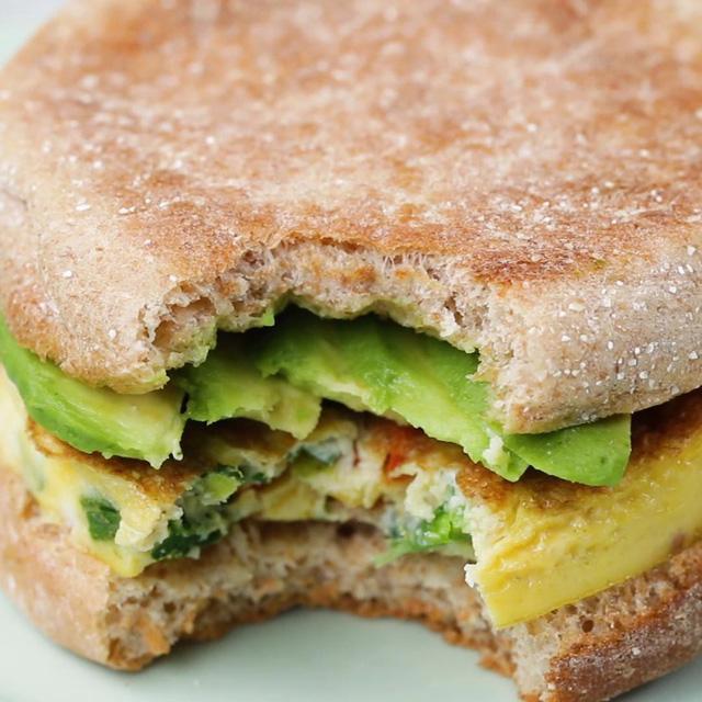 Nhanh gọn món sandwich đủ chất cho bữa sáng - Ảnh 3.