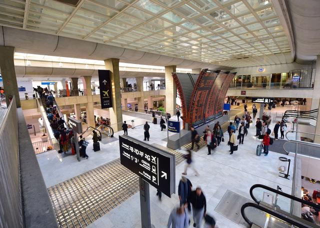 Charles de Gaulle là sân bay nhộn nhịp nhất châu Âu - Ảnh 2.