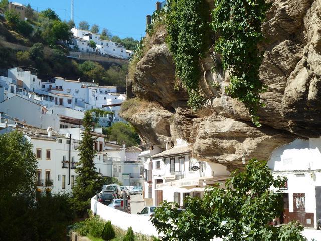 Thăm ngôi làng đá đè ở Tây Ban Nha - Ảnh 10.