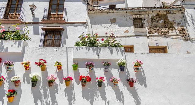 Thăm ngôi làng đá đè ở Tây Ban Nha - Ảnh 11.